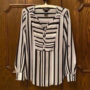 NWOT Striking blouse size small petite!